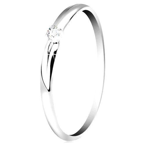 Briliantový prsteň v bielom 14K zlate - tenké zárezy na ramenách