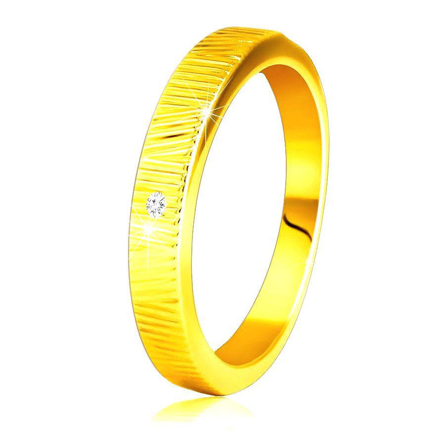 Diamantový prsteň zo žltého 14K zlata - jemné ozdobné zárezy