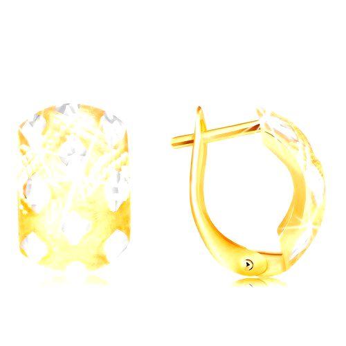 Náušnice zo 14K zlata - široký oblúk s malými kosoštvorcami z bieleho zlata