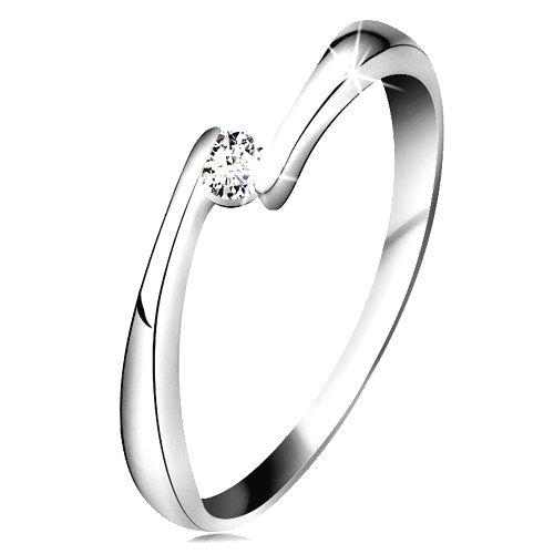 Prsteň z bieleho 14K zlata - číry diamant medzi zúženými koncami ramien - Veľkosť: 60 mm