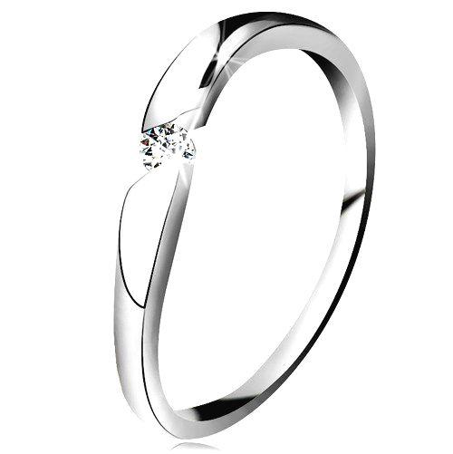Prsteň z bieleho 14K zlata - okrúhly zirkón čírej farby v šikmom výreze - Veľkosť: 61 mm