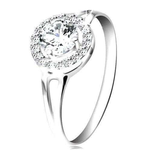 Prsteň z bieleho 14K zlata - zirkón čírej farby lemovaný drobnými zirkónikmi - Veľkosť: 64 mm