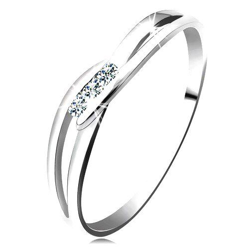 Prsteň z bieleho zlata 585 - tri okrúhle diamanty čírej farby