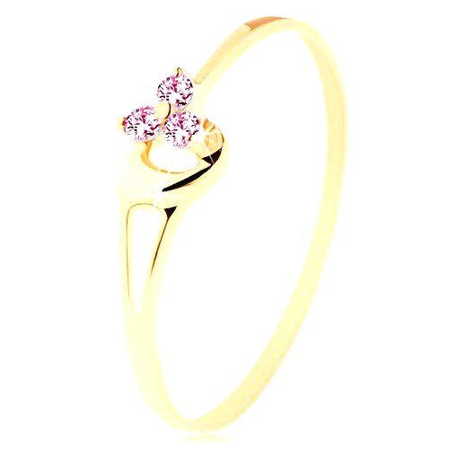 Prsteň zo žltého 14K zlata - tri ružové zirkóniky