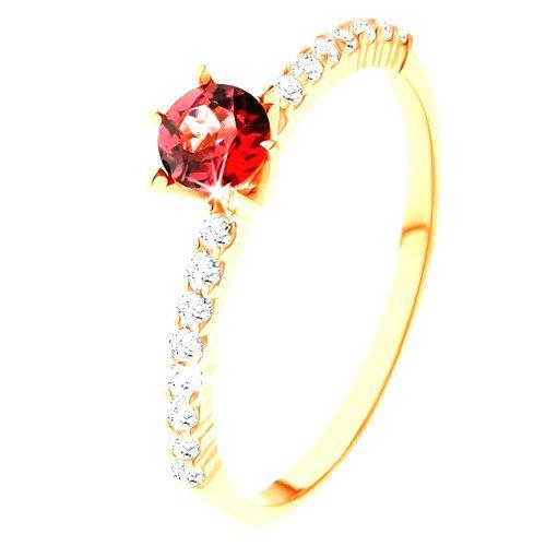Prsteň zo žltého 14K zlata - vyvýšený červený granát