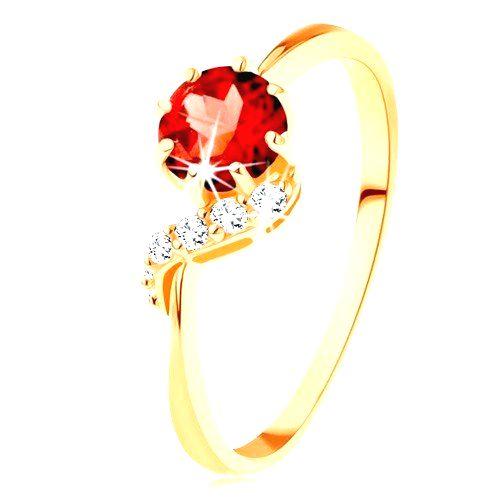 Zlatý prsteň 375 - okrúhly granát červenej farby