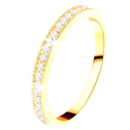Zlatý prsteň 585 - číry zirkónový pás s vyvýšeným vrúbkovaným lemom - Veľkosť: 65 mm