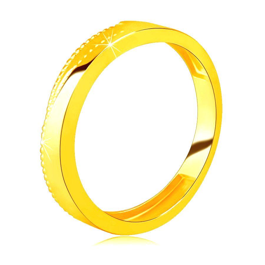 Obrúčka zo žltého 14K zlata - trojuholníkové zárezy lemované drobnými bodkami - Veľkosť: 58 mm