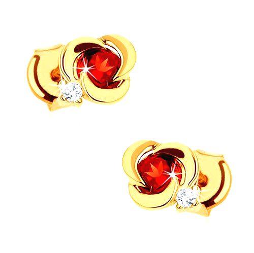 Zlaté náušnice 585 - kvet s hladkými lupeňmi a okrúhlym červeným granátom